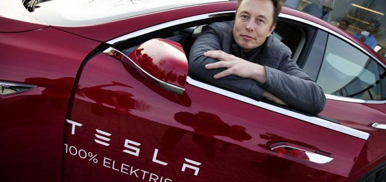 Незабаром Tesla братиме дані водія з «хмари»