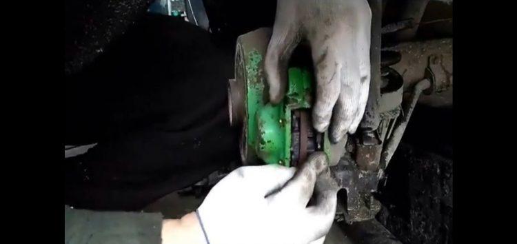 Заміна гальмівних колодок ABE C2X003ABE на Opel Vectra A (відео)