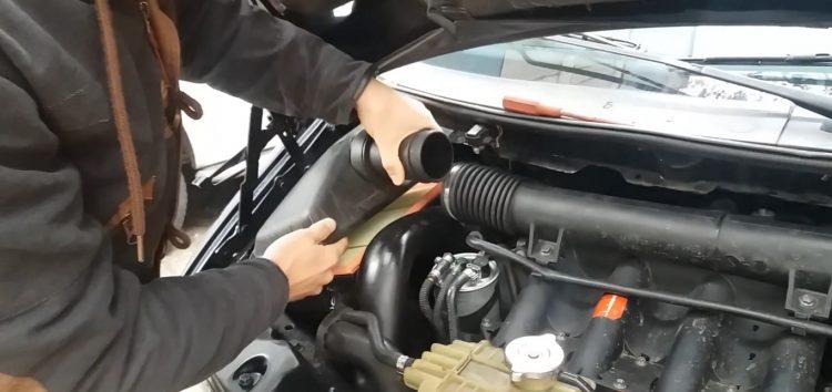 Заміна повітряного фільтра WIX WA6343 на Mercedes Vito (відео)