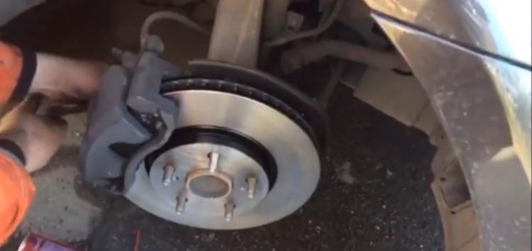 Заміна гальмівних дисків TRW DF7340 на Lexus IS 250 (відео)