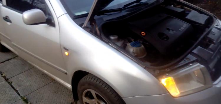Заміна лампи поворотного вогню Starline 99 99 996 на Skoda Fabia (відео)