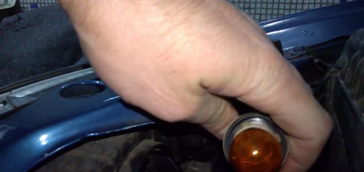 Заміна лампи поворотника SCT 202297 на ZAZ Sens (відео)