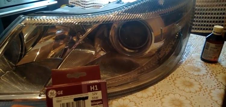 Заміна ламп дальнього світла General Electric 93625 на Skoda Octavia (відео)