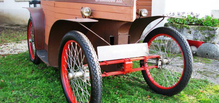 Машина – дерев'яна труна від Mollmobil