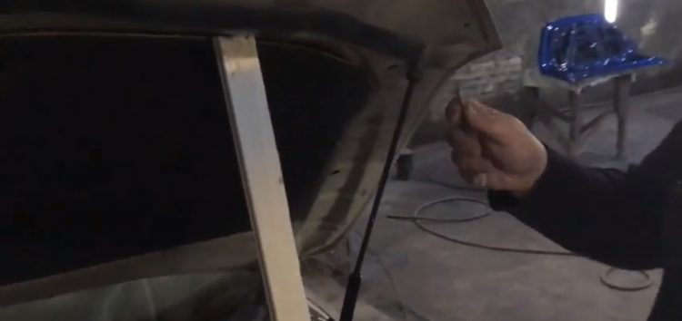 Заміна амортизатора капоту LESJOFORS 8092501 на Toyota Camry (відео)