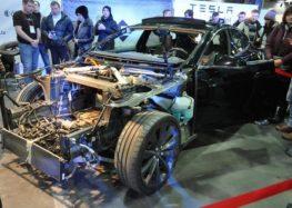 Що дозволяє Tesla Model S витримувати серйозні ДТП