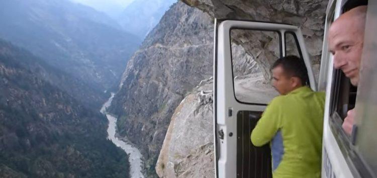 Скажена подорож гірською дорогою (відео)