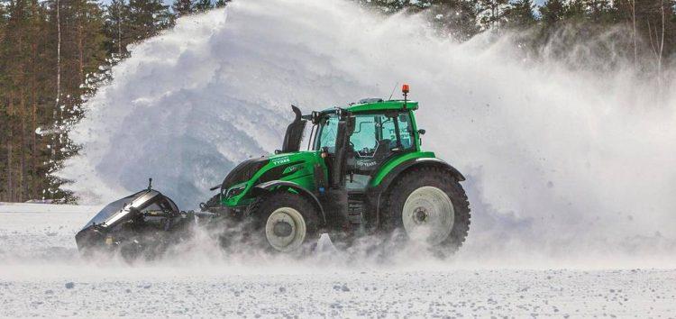 Безпілотний трактор ставить рекорди швидкості (відео)