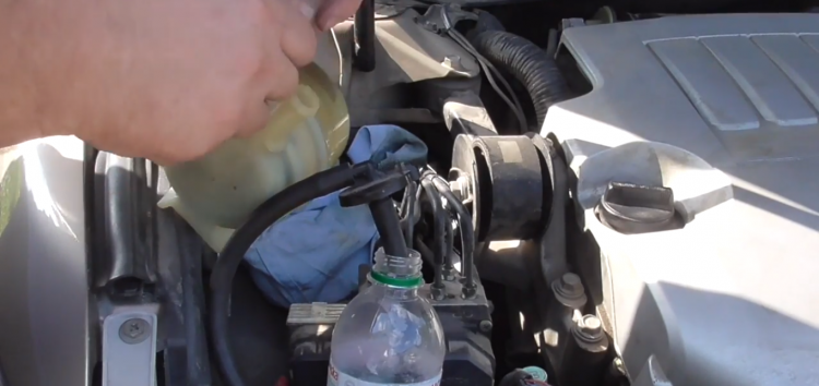 Заміна мастила TOYOTA 08886-80506 в гідропідсилювачі керма на Toyota Camry (відео)