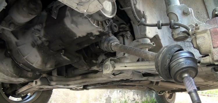 Заміна шарніра рівних кутових швидкостей RIDER RD.255022461 на Volkswagen Golf II (відео)