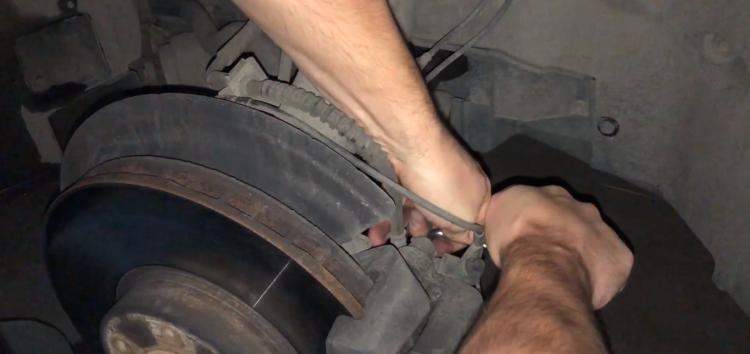 Заміна передніх гальмівних колодок TRW GDB1726DTE на BMW X5 (відео)