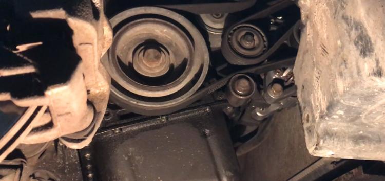Заміна натяжного ролику поліклинового ременя INA 532 0296 10 на Peugeot Partner (відео)