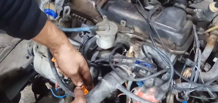 Заміна направляючої трубки щупа мастила JP GROUP 1113250500 на Volkswagen Passat B3 (відео)