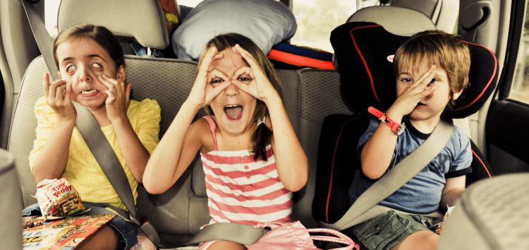 Як подорожувати з дитиною на автомобілі та не зійти з розуму