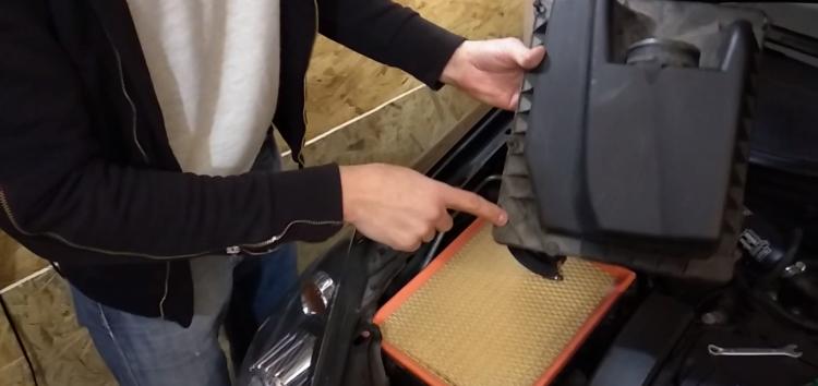 Заміна повітряного фільтра SCT SB 632 на Opel Astra H (відео)