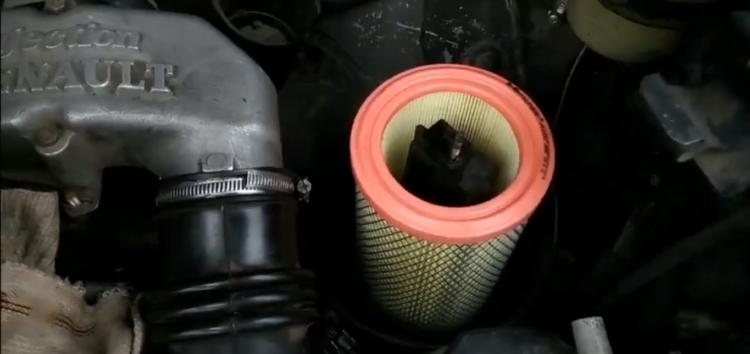 Заміна повітряного фільтра M-Filter A 107 на RENAULT ESPACE II (відео)