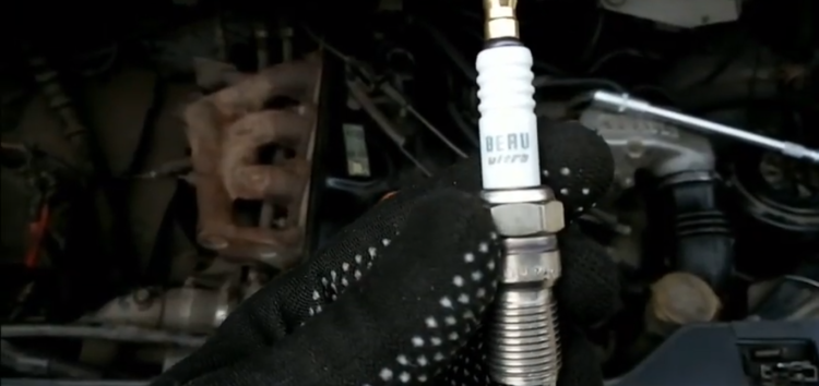 Заміна свічок запалювання Beru Z25 на RENAULT ESPACE II (відео)