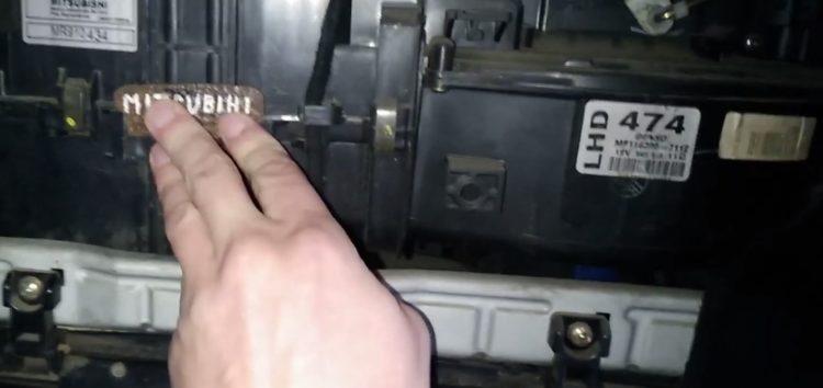 Заміна фільтру салону NIPPARTS J1345001 на Mitsubishi Carisma (відео)