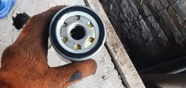 Заміна масляного фільтра MANN-FILTER W 683 на Citroen C1 (відео)