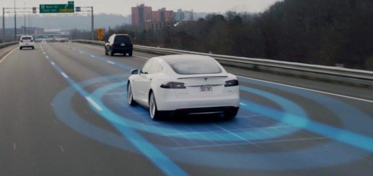 Автопілот Tesla навчили нових фокусів