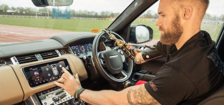 Jaguar Land Rover змусить навіть двері автоматично відкриватися