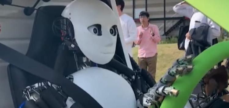 Гуманоїдного робота навчили водити машину (відео)