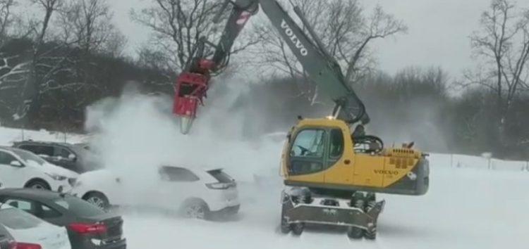 Як швидко очистити автомобіль від снігу (відео)