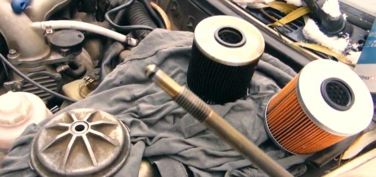 Заміна масляного фільтру Jp Group 1418500200 на BMW 316 (відео)
