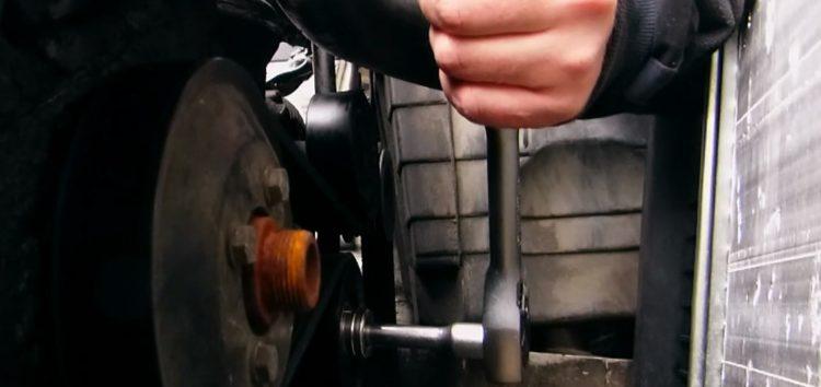 Заміна обвідного ролику Caffaro 19 25 на BMW 316 (відео)
