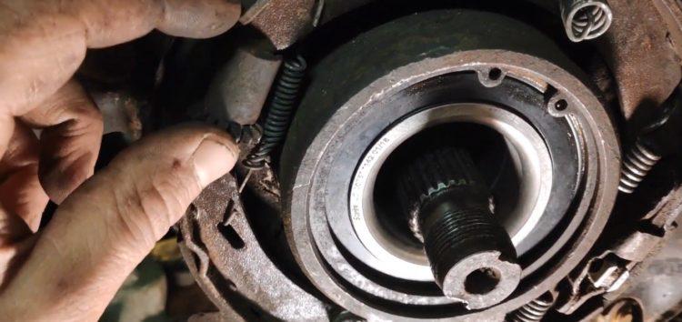 Заміна тросу стояночного гальма GPD 01080440ALT на Mercedes-Benz (відео)