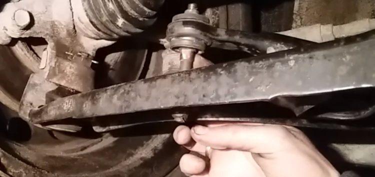 Заміна втулок стабілізатору Sasic 2300044 на Citroen C1 (відео)