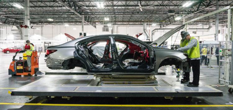Lexus натякнув на те, як будує автомобілі (відео)