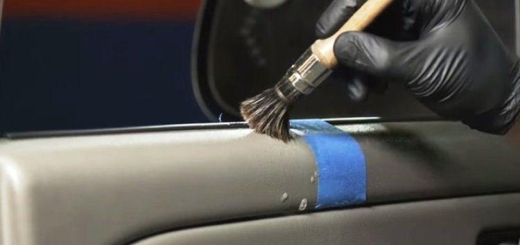 Як очистити пластикові деталі салону автомобіля