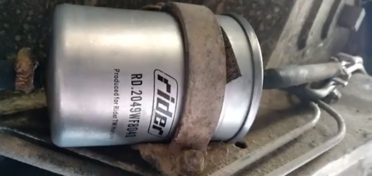 Заміна паливного фильтра Rider RD.2049WF8040 на RENAULT ESPACE II (відео)