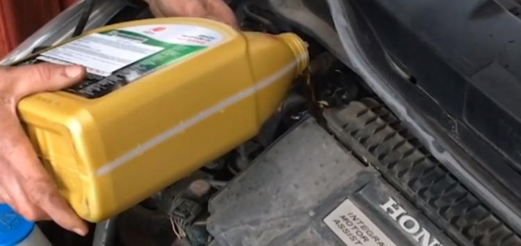 Заміна масляного фильтра WIX WL7134 на Honda Insight (відео)