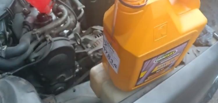 Заміна моторного мастила Oilright SFCC 10W-40 на Mazda 626 (відео)