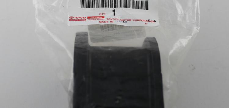 Підробні автозапчастини: втулка стабілізатора Toyota  48815-60271