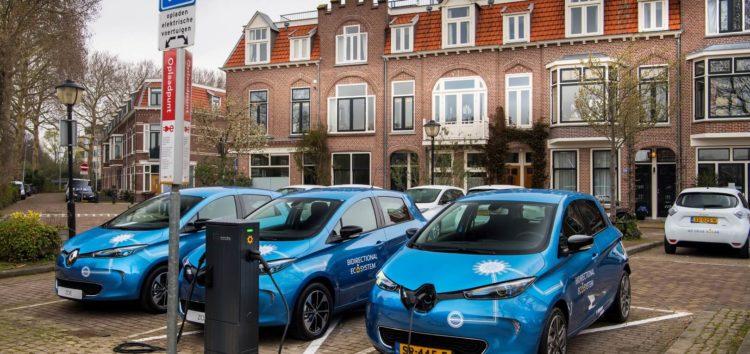 Renault починає випробування двобічної зарядки для електрокарів