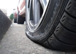 Як відремонтувати шину на узбіччі