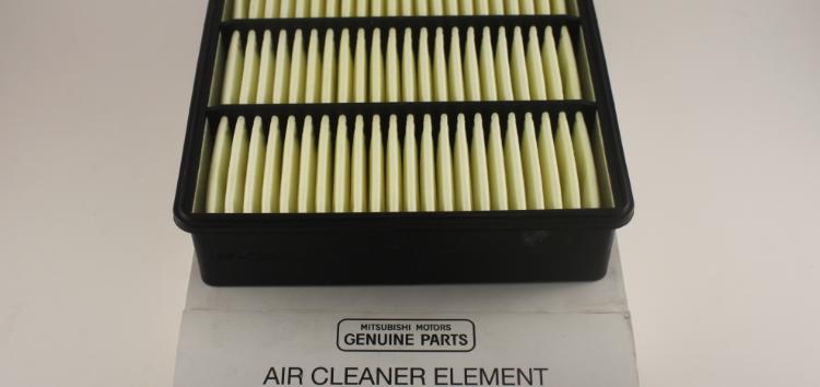 Підробні автозапчастини: фільтр повітряний Mitsubishi MR552951