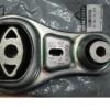 Підробні автозапчастини: опора двигуна Renault 82 00 725 253