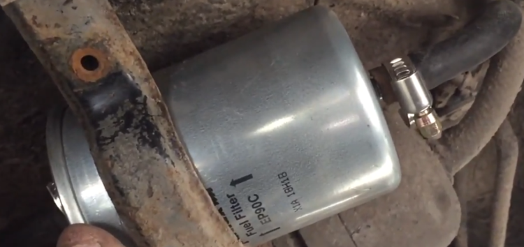 Заміна паливного фільтра Purflux EP90C на BMW 525i (відео)