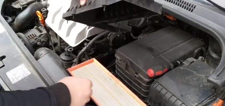Заміна повітряного фільтра JC PREMIUM B2W060PR на Volkswagen GOLF (відео)