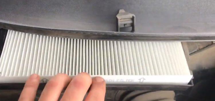 Заміна фільтра салона BSG 90-145-001 на Skoda Superb (відео)