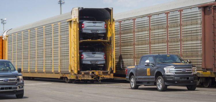 Електропікап Ford витягнув 453 тонни (відео)