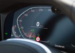Майбутній круїз-контроль BMW прочитає світлофори