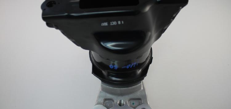 Підробні автозапчастини: опора двигуна Honda 50820-SNL-T01