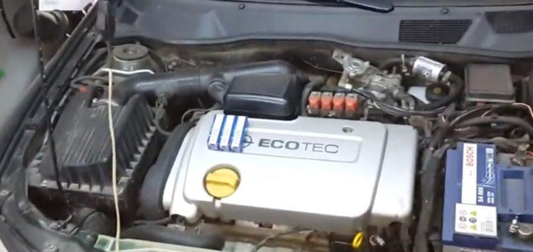 Заміна свічок запалювання BOSCH 0 242 235 666 на Opel Astra G (відео)