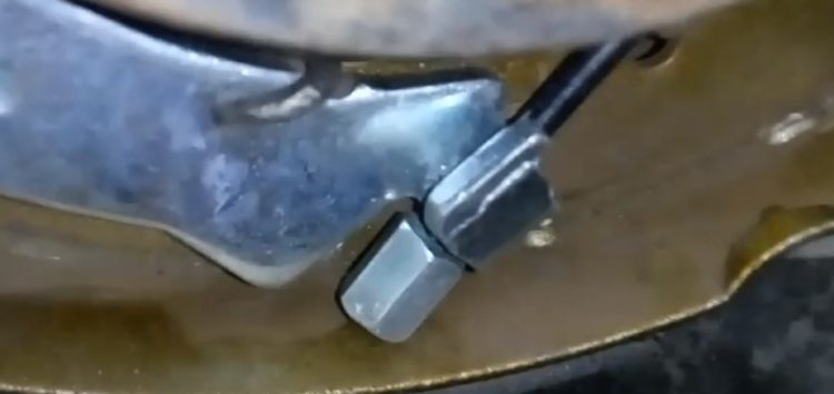 Заміна тросу стояночного гальма Goodrem RM4094 на PEUGEOT PARTNER (відео)