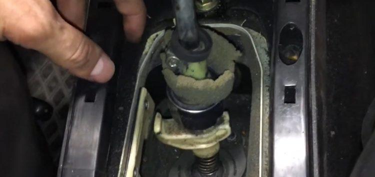 Заміна ремкомплекту ричагу МКПП Febi 08338 на Volkswagen Golf III (відео)